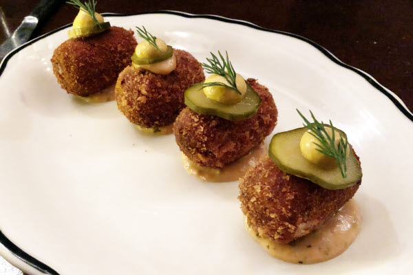 Croquettes de smoked meat, Montr�al thumbnail (click to enlarge)