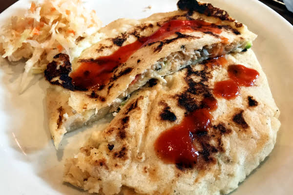 Pupusa de Pollo con Queso thumbnail (click to enlarge)
