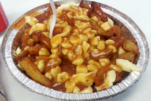 Decarie Classic Poutine thumbnail (click to enlarge)