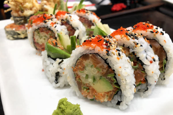 Spicy Tuna, Spicy Salmon & Michael Jackson Maki thumbnail (click to enlarge)